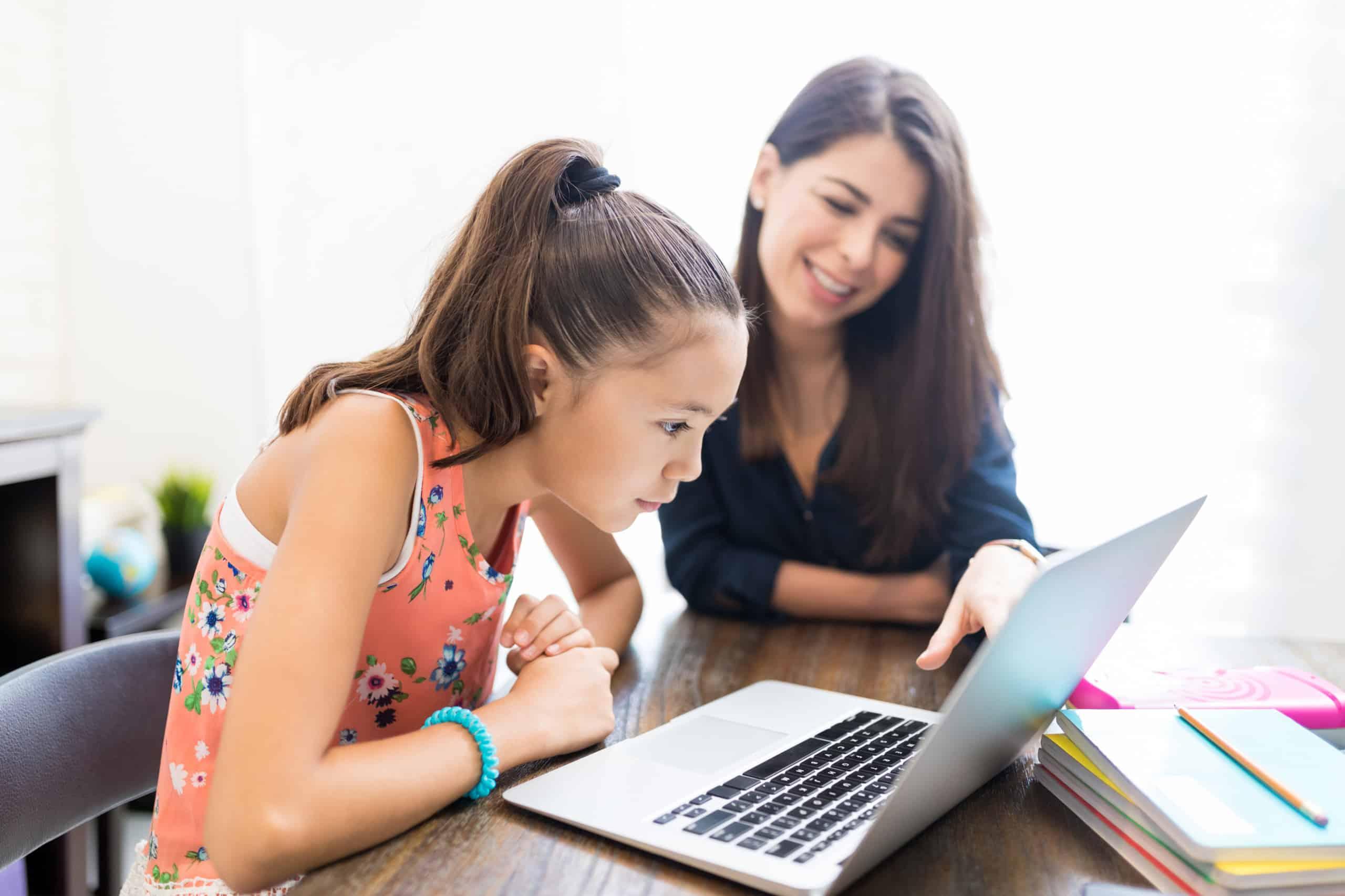 Blog-Imagen-tips-mejorar-atencion-hijo-clases-online-construye-una-nueva-rutina-CWC-Ago20-V1