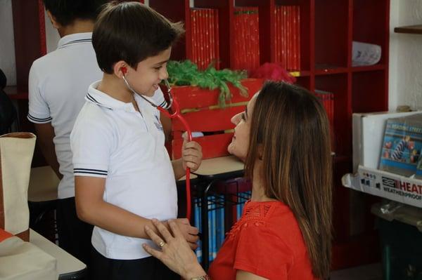 Blog-Imagen-como-mejorar-aprendizaje-distancia-de-hijo-explora-intereses-hijo-habla-Colegio-Williams-de-Cuernavaca-Oct