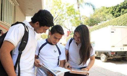 Los-alumnos-aprenden-a-hacer-conexiones