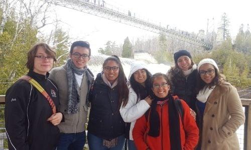 cinco-decadas-brindando-experiencias-multiculturales
